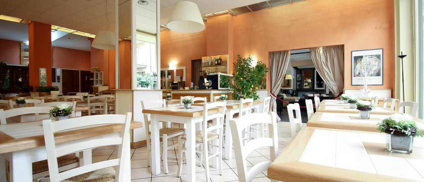 Hotel Italia, Verona, Italy - dining room.jpg